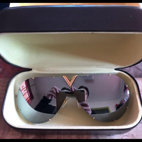 6c3f4367acf5 Authentic Louis Vuitton drive sunglasses Z0896E